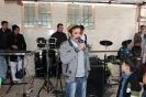 غلام اتابکی در حال اجرای آهنگ سنتی