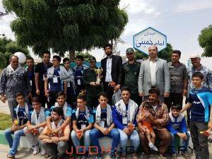 استقبال مردم و مسئولین از تیم شهید حیدر غریبی میلاجرد بعد از کسب عنوان نایب قهرمانی مسابقات دانش اموزی کشوری